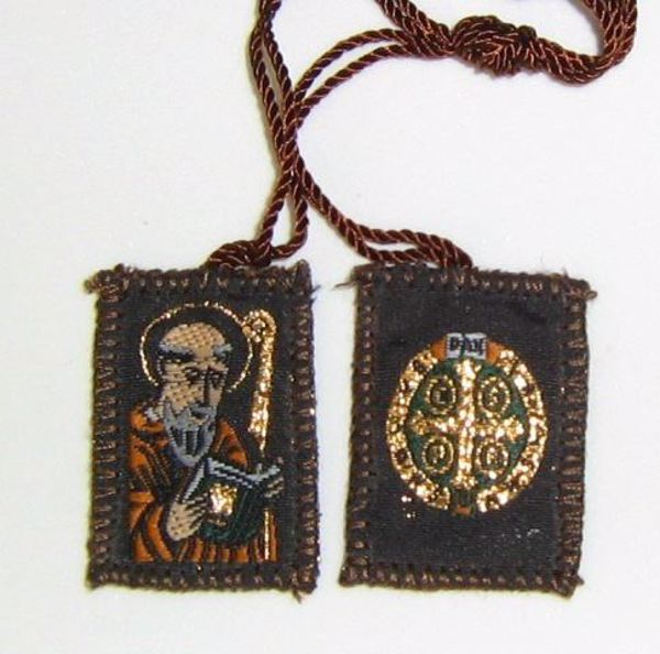 Picture of SANTA SCAPULAR DEATH YELLOW